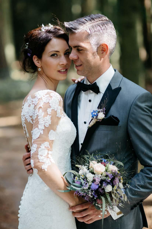 Brautpaar sehr emotional beim Brautpaarshooting