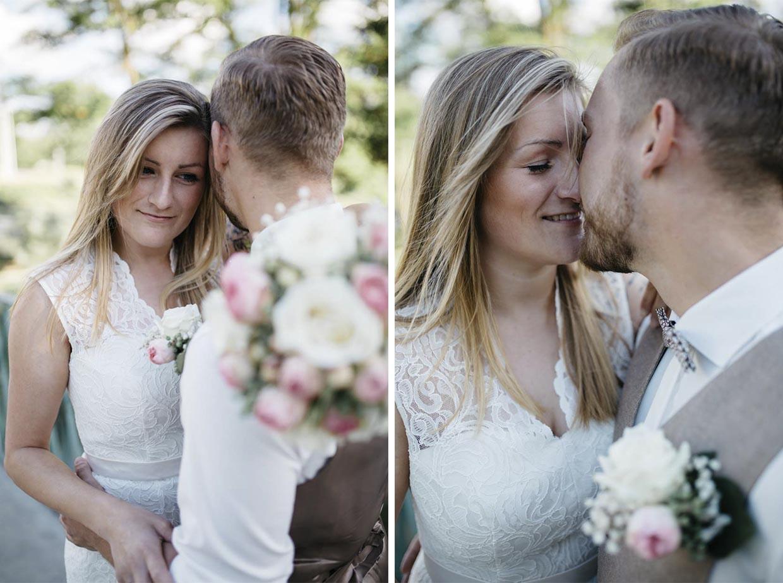 Brautpaar umarmt und küsst sich