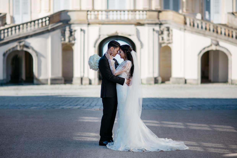 Brautpaar vor dem Schloss Solitude