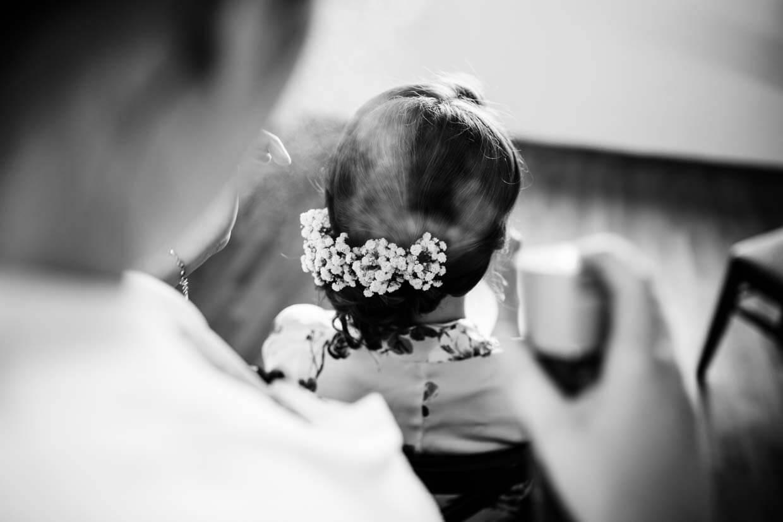 Frisur der Braut beim Getting Ready