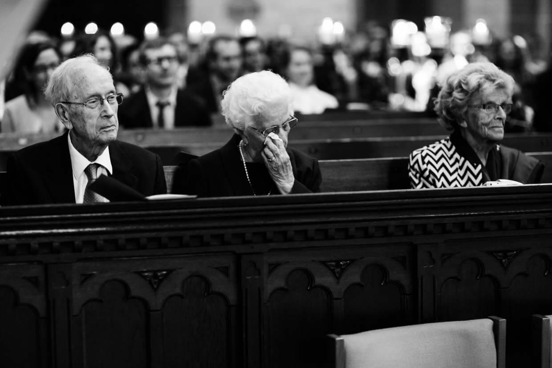 Großeltern des Brautpaares emotional ergriffen
