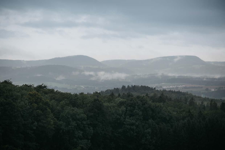 Landschaft im Nebel fotografiert