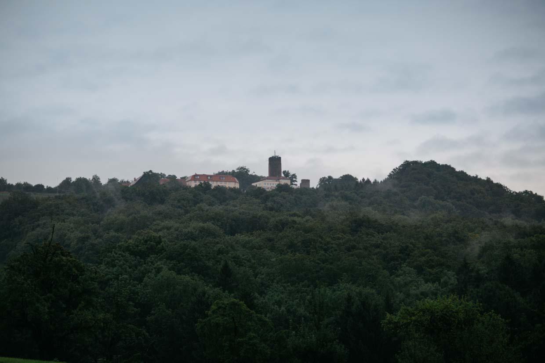 Burg Staufeneck vom Weiten fotografiert