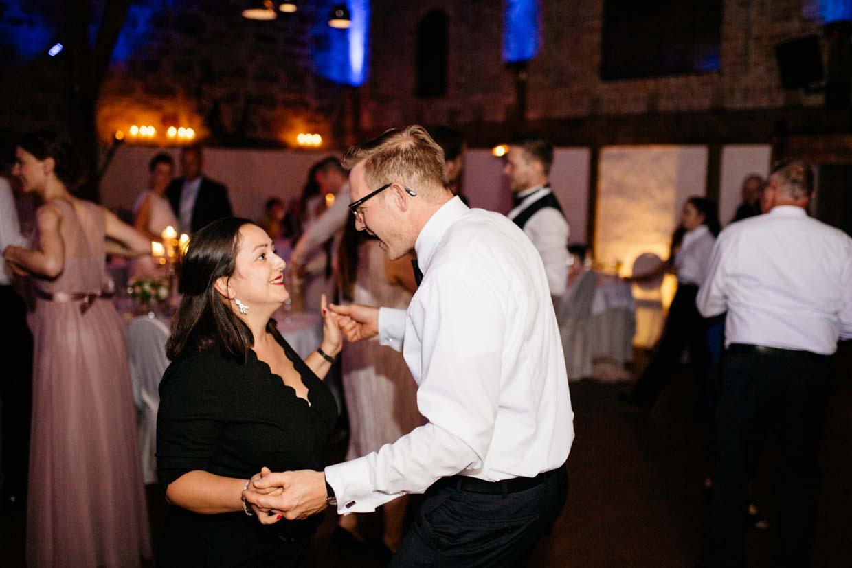 Hochzeitsgäste tanzen