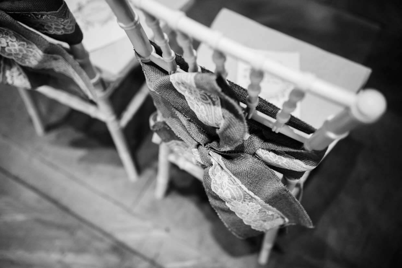 Stühle mit Dekoration
