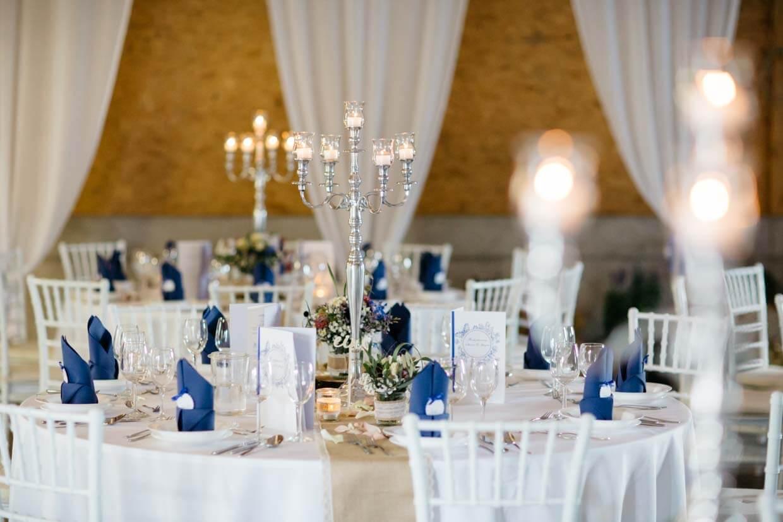 Tischdekoration mit Kerzenleuchter