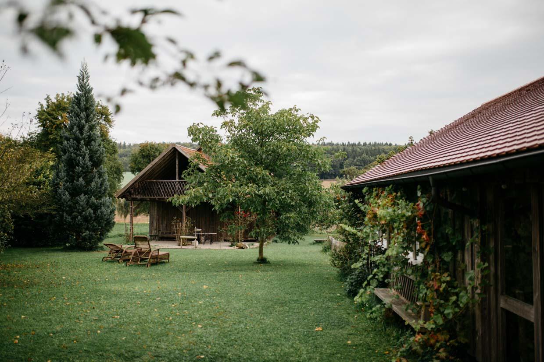 Landhaus und Scheune im Grünen