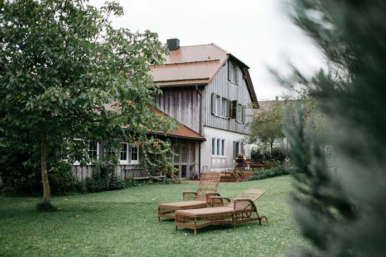 Landhaus und Garten von außen
