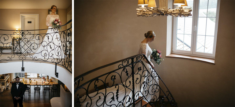 Braut geht Treppe hinunter zum Bräutigam