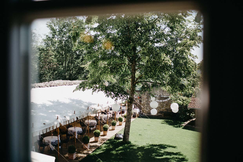 Blick aus dem Fenster auf das Hofgut Maisenburg