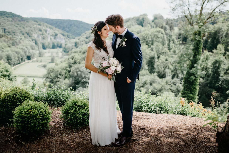Brautpaarshooting vor einer schönen Kulisse