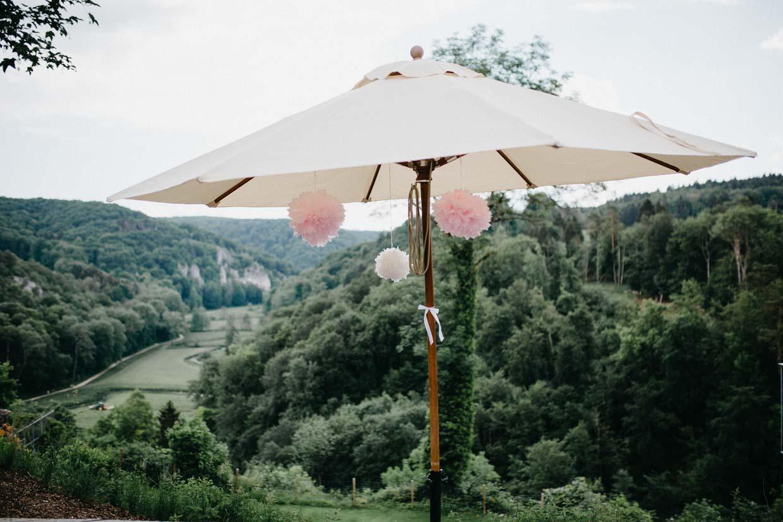 Sonnenschirm mit Holzgestell