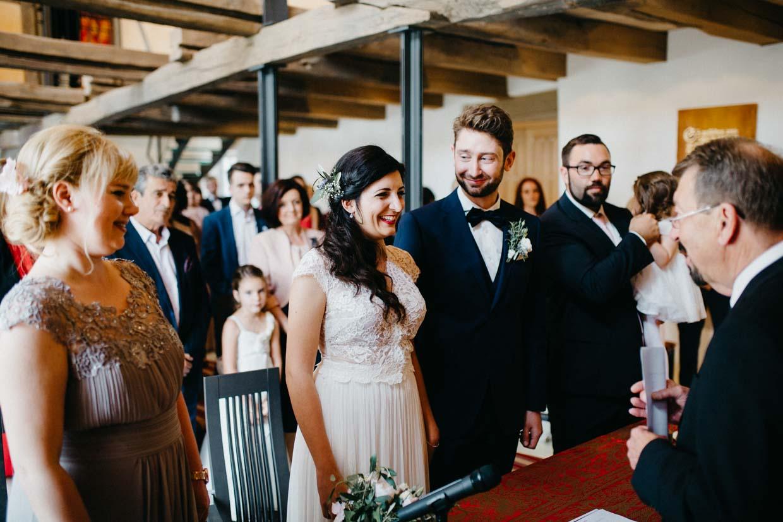 Brautpaar beim Ja-Wort