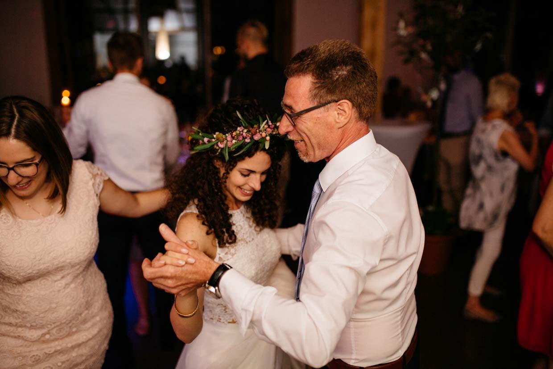 Brautvater tanzt mit der Braut