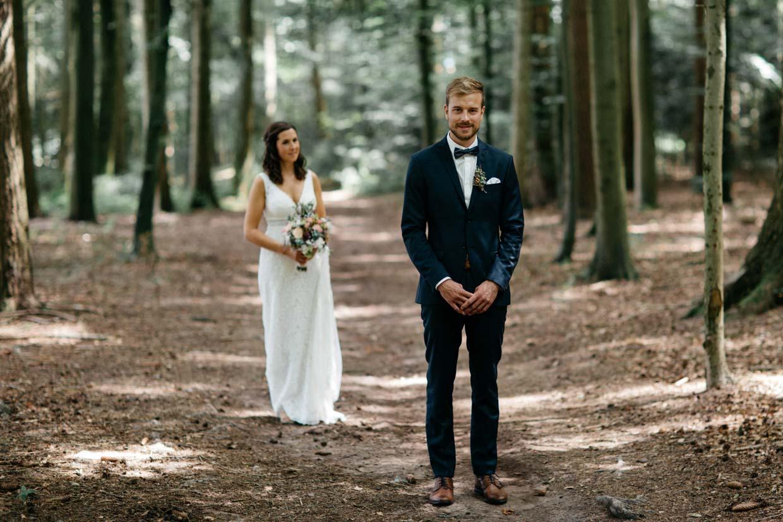 Bräutigam wartet auf sie Braut