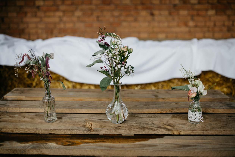 Detailaufnahme Hochzeitsdekoration Blumen