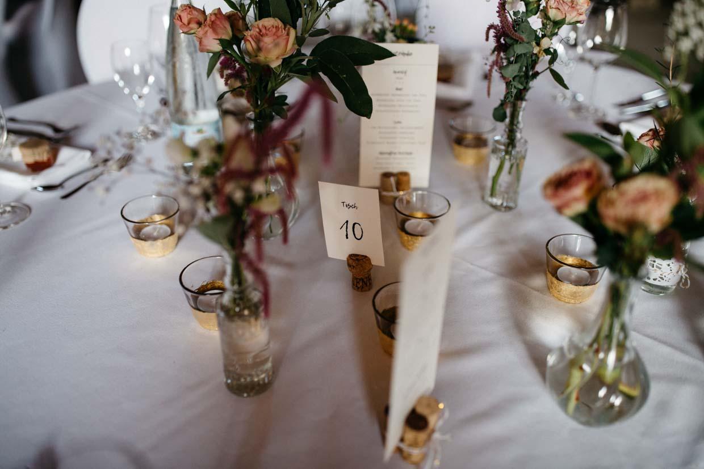 Detailaufnahmen auf dem Hochzeitstisch