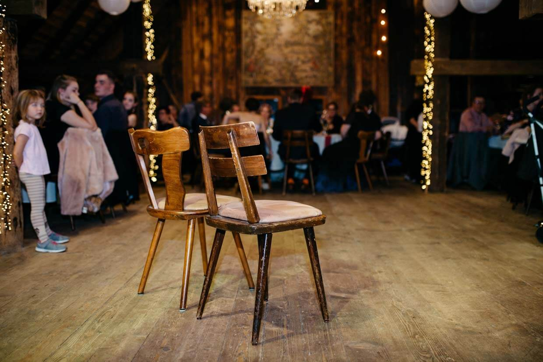 Zwei leere Stühle